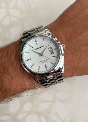 Мужские часы металлические kingnuos серебристые с датой цвета серебро