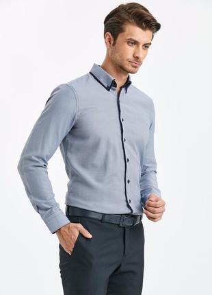 Синяя мужская рубашка lc waikiki с синей окантовкой на воротнике и синими пуговицами