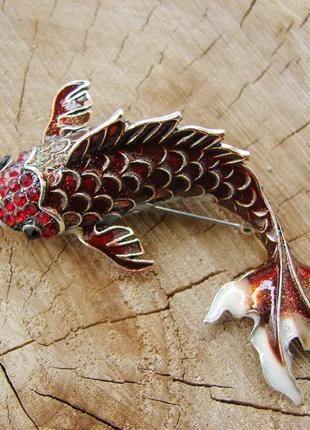 Большая брошь красный карп со стразами и эмалью брошка рыбка. цвет красный серебро