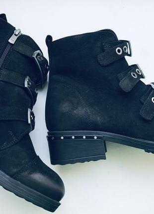 Новые натуральные ботинки estro