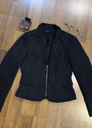 Черная куртка - пиджак на молнии