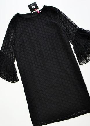 Нежное черное платье с красивыми рукавами
