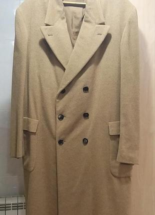 Кашемировое пальто дорогого бренда