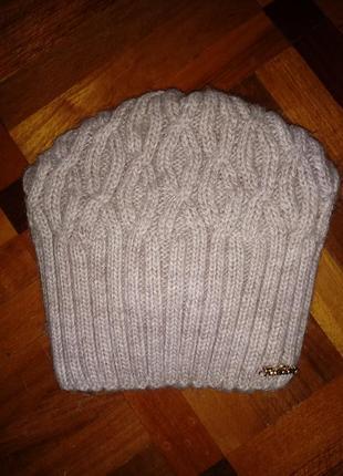 Тепленькая и мягкая шапочка