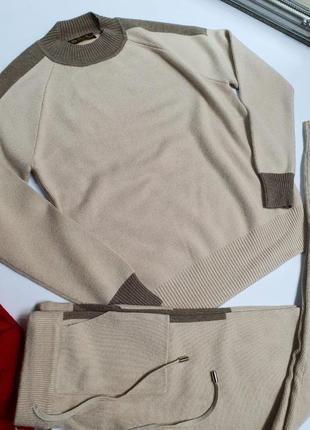 Кашемировый костюм бежевый. шикарное качество