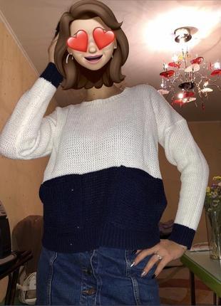 Трендовый двухцветные свитер