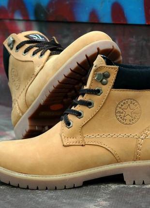 Женские кожаные зимние ботинки желтого песочного цвета на меху крепкие