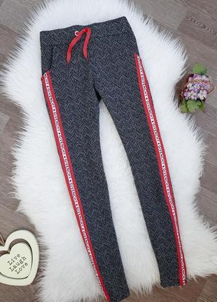 Хлопковые серые штаны/брюки/джоггеры с красными лампасами