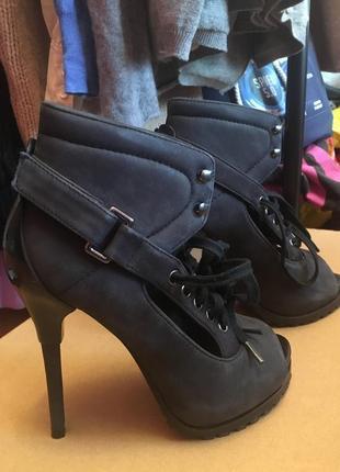 Продам новые ботильоны ботинки туфли босоножки united nude