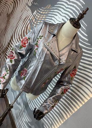 Куртка с вышивкой