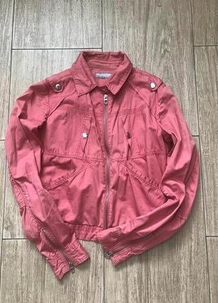 Крутая куртка шикарного лососевого цвета