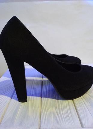 Замшевые чёрные туфли на каблуке, размер 38