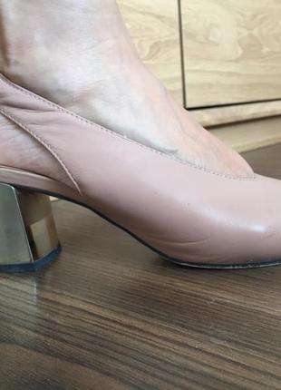 Розовые мюли босоножки на каблуке
