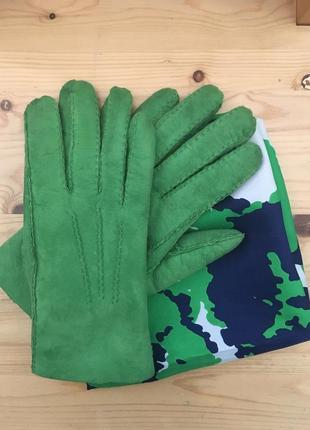Перчатки ярко зеленые