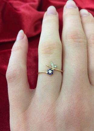 Золотое кольцо 585 пробы новое с биркой