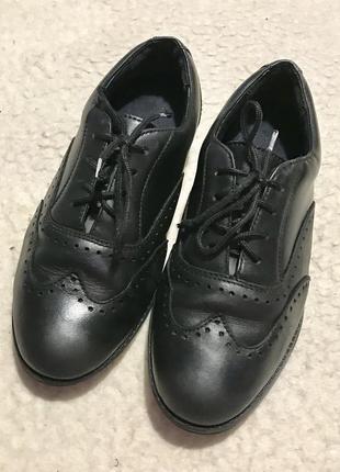Кожаные школьные туфли оксфорды clarks