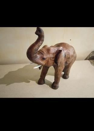 Статуэтка слон кожаный