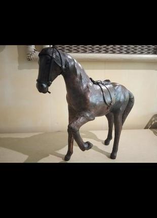 Статуэтка лошадка кожаная