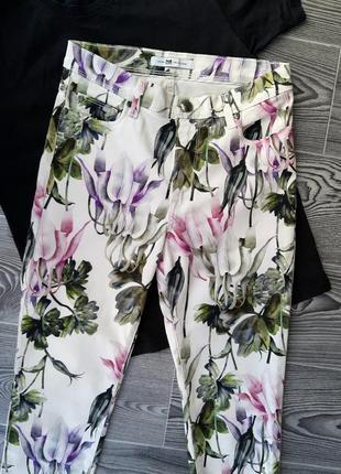 Белые брюки, штаны, с цветочным принтом, итальянского бренда  collezione, р-р s