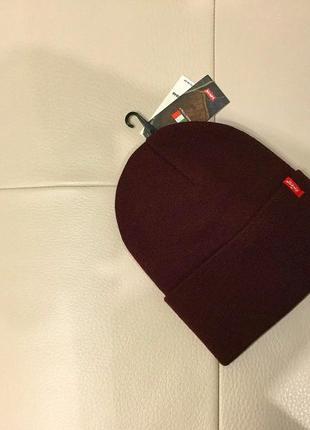 Оригинальная новая шапка levi's