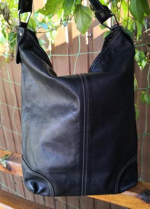 Большая удобная кожаная сумка.