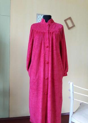 Велюровый красный  халат с танкеткой на груди