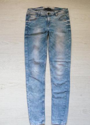 Стильные джинсы скинни от zara