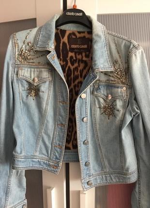 Короткая джинсовая курточка roberto cavalli