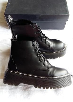Грубые кожаные ботинки