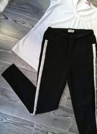 Чёрные штаны, брюки с лампасами и с дизайном из бисера