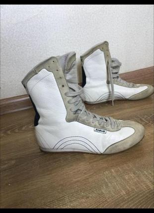 Фірмові шкіряні високі кросівки