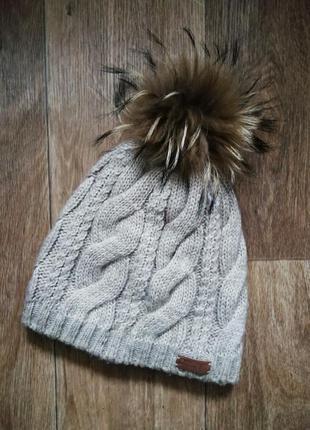 Зимняя шапка с натуральным мехом енота