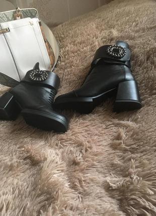 Кожаные ботинки, зима.