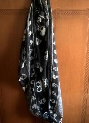 Темно синий платок с черепами_118 на118 см. (шарф с черепами)