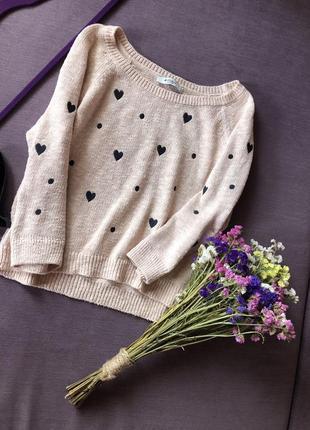 Красивый пудровый свитер в сердечки colins