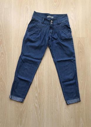 Трендовые прямые джинсы/бананки с подворотом c&a