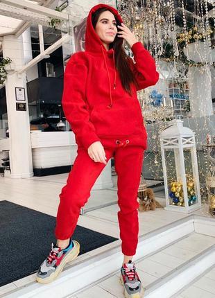 Теплый костюм красный с удлиненным худи