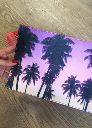 Яркий неоновый клатч на лето с пальмами