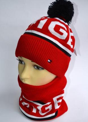 Теплый комплект шапка и бафф красного цвета на зиму