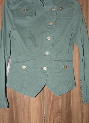 Стильный пиджак в стиле милитари.