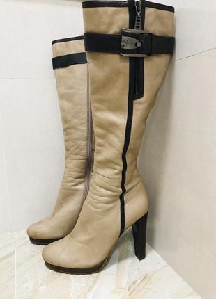 Элегантные кожаные демисезонные сапоги устойчивый каблук 39 размер
