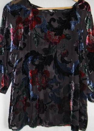 Красивая блуза с бархатным принтом
