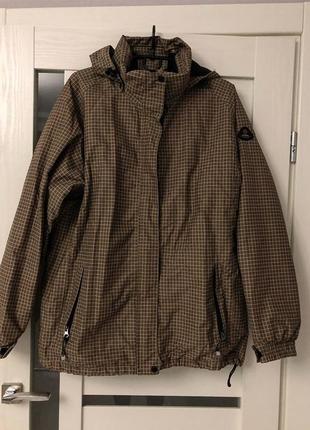 Горнолыжная курточка унисекс.