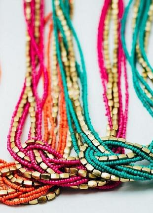 Простое бирюзовое ожерелье из бисера