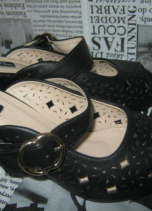 Шикарные черные босоножки на танкетке эко кожа не кожаные