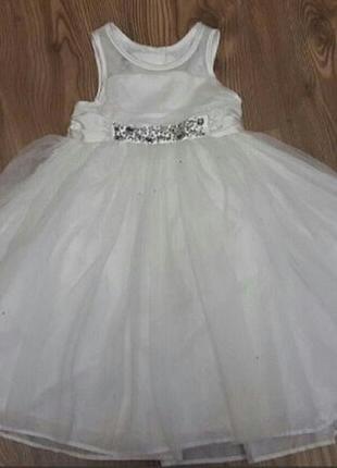 Нарядное белое пышное платье