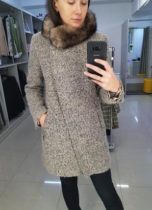 Теплое зимнее шерстяное пальто с натуральным мехом песца