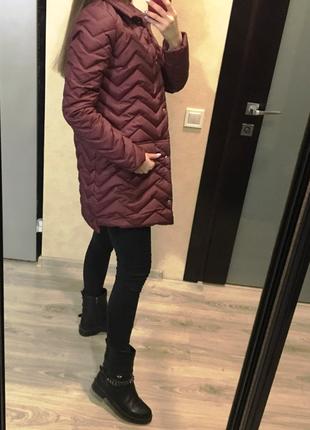 Бордовая куртка утепленная с воротником от производителя в наличии плащ