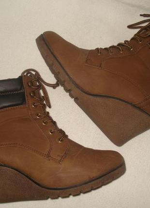 39-40 р. фирменные утепленные баечкой ботиночки на танкетке