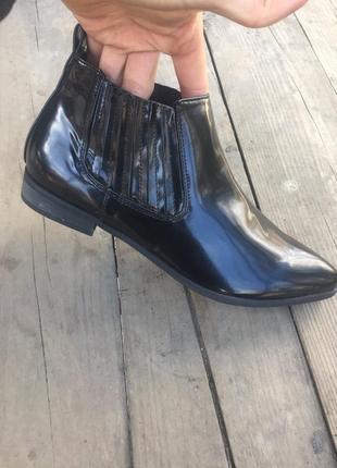 Туфли лак полуботинки